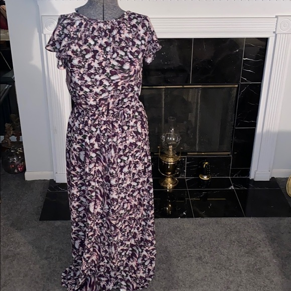 Dresses & Skirts - Beautiful women's floral Maxi Dress Size Medium